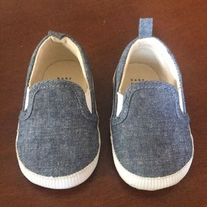 Baby Gap slip on shoes 6-12months
